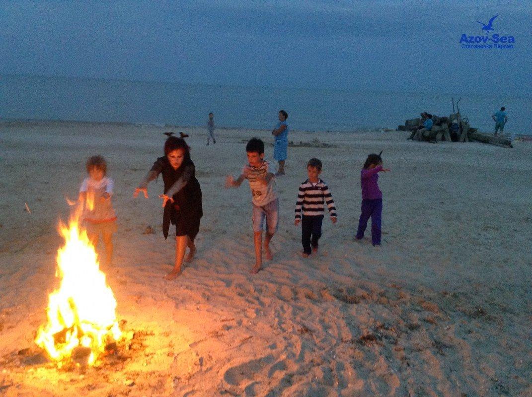 Фотографии с детской дискотеки на пляже. Степановка Первая