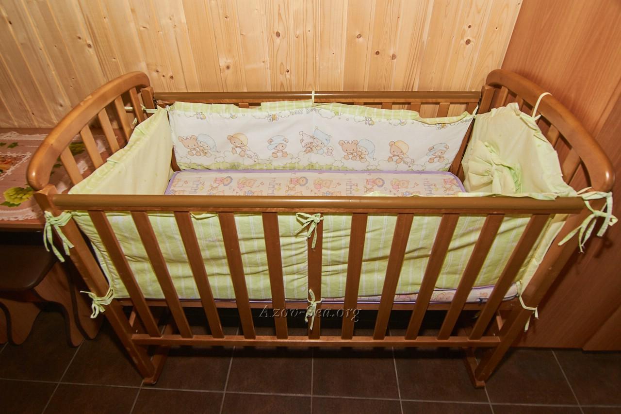 Детская кроватка. Гостевой дом Днепр. Степановка 1