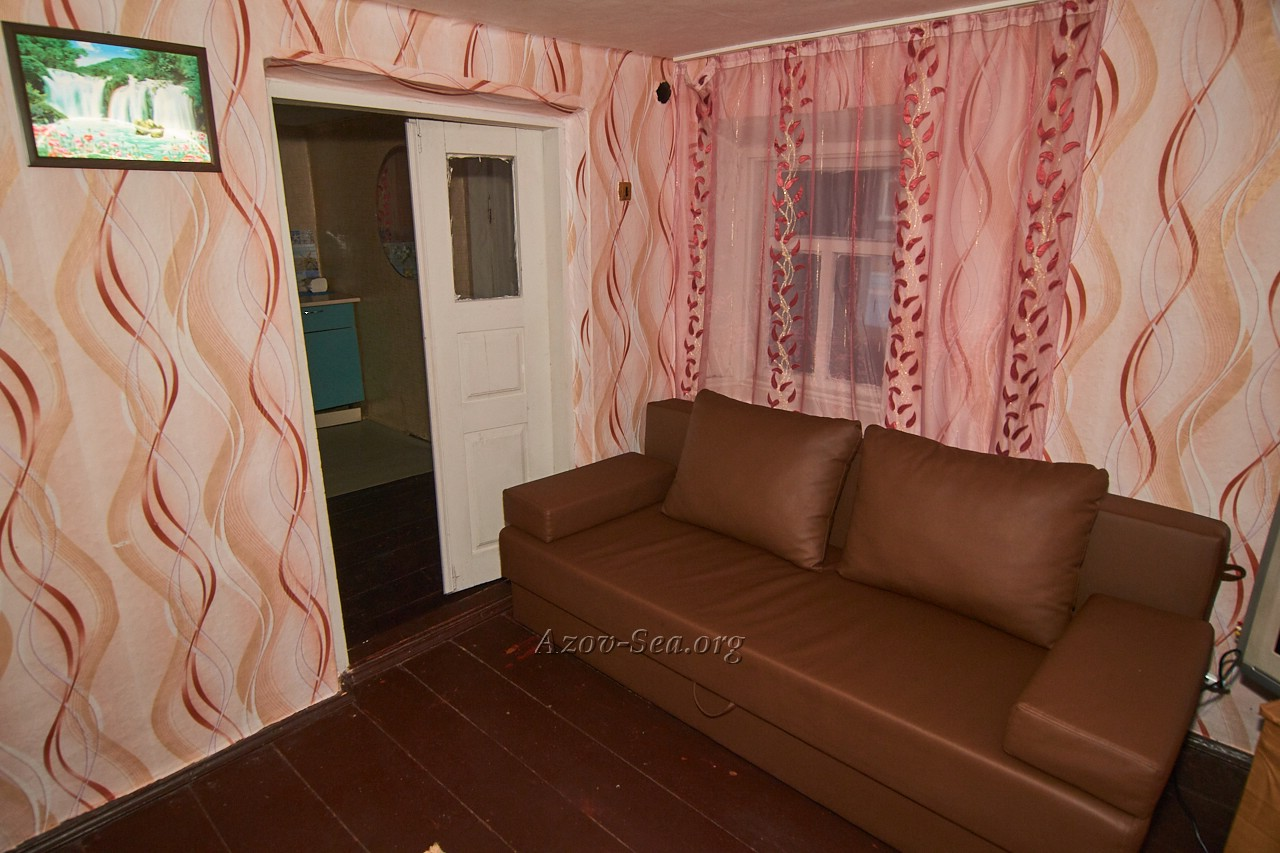 Гостевой дом ДНЕПР. Степановка Первая. Отдельный домик. Удобный диван.