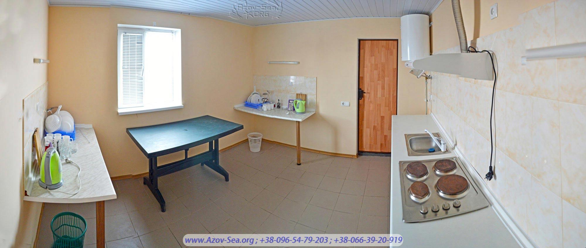 Одна большая общая кухня на 2 люкс номера расположена рядом