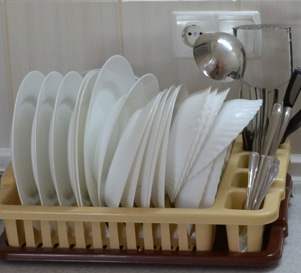 Тарелки и ложки