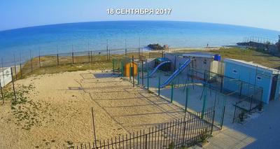 Дети купаются в конце сентября